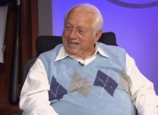 Larry King sits down with Tommy Lasorda on 'At Bat'