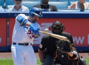 Gonzalez, crucial in Dodgers series finale win