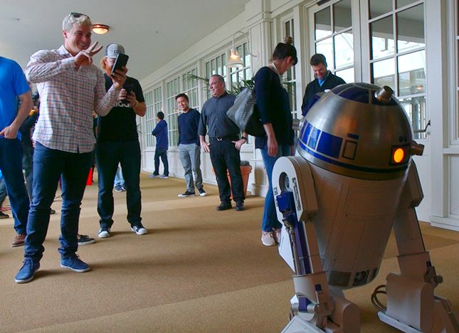 Backstage: Meeting R2-D2