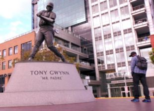 Backstage: Gwynn, Jr. Visits Father's Statue