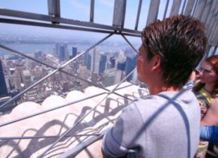 Backstage: Maeda Visits Empire State Building