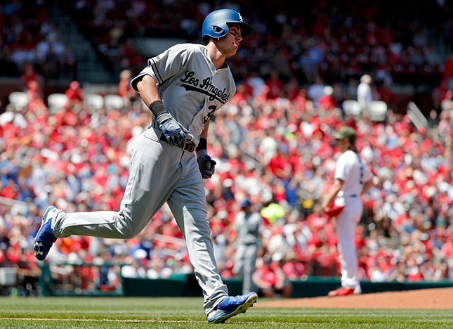 Dodgers keep rollin' with a 5-1 win over the Cardinals in series opener