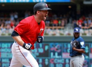 Dodgers acquire Brian Dozier and John Axford