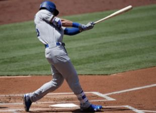 Bellinger ties Piazza with 35th Home Run