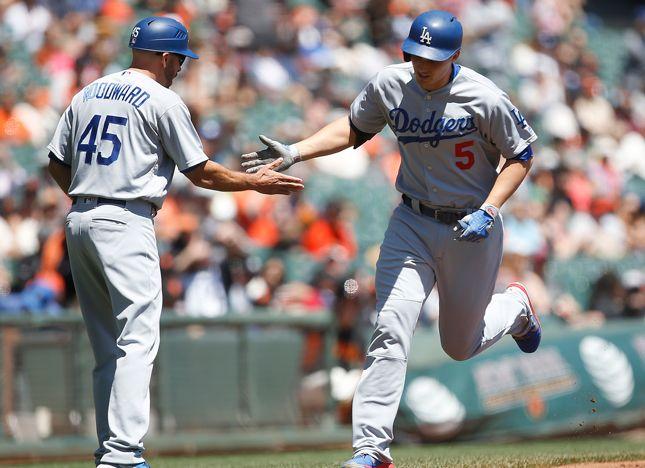 Dodgers top Giants in 10