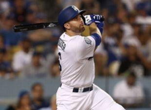 Dozier, Dodgers power past Giants