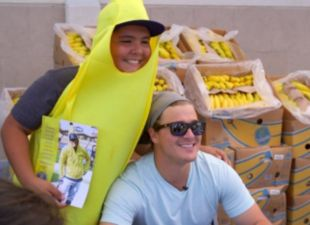 Dodgers Clubhouse: Kiké visits with fans