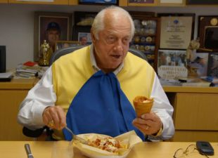 Clubhouse: Lasorda cleans his plate