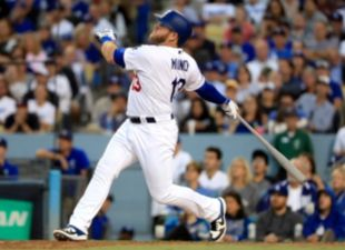 Muncy, Dodges power past Braves in Game 1