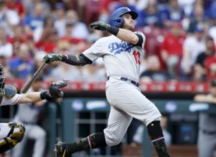 Muncy, Dodgers blank Reds