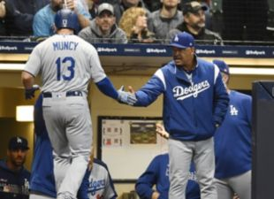 Muncy, Dodgers top Brewers