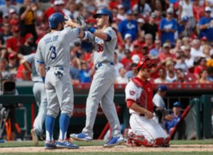 Dodgers beat the Reds, 10-2