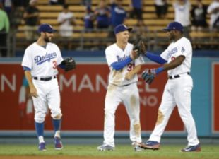 Dodgers win 4th straight