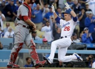 Dodgers beat the Reds, 5-4