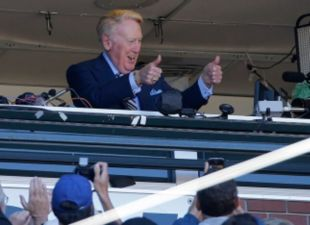 Vin Scully To Receive Presidential Medal Of Honor
