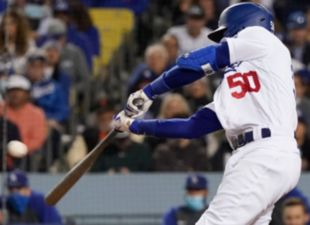 Betts, Dodgers power past Dodgers in Game 4
