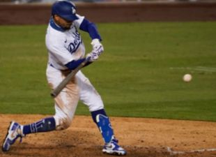 Betts, Dodgers top D-backs in extras