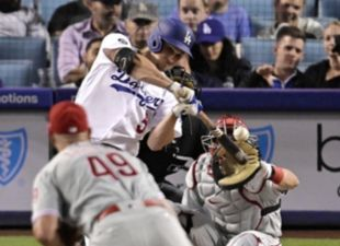 Seager, Dodgers top Phillies
