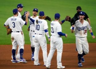 Dodgers top Padres, win Game 1