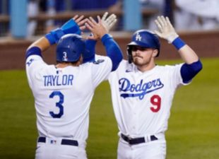 Lux's home run lifts Dodgers over Mariners