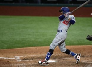 Betts, Dodgers win another series