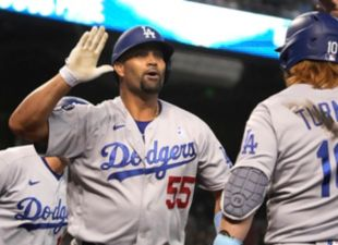 Pujols, Dodgers Complete Sweep on Father's Day