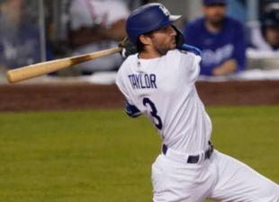 Taylor's 14th-pitch, bases-clearing double powers Dodgers