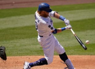 Turner, Dodgers power past Reds
