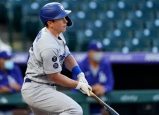Smith, Dodgers power past Rockies